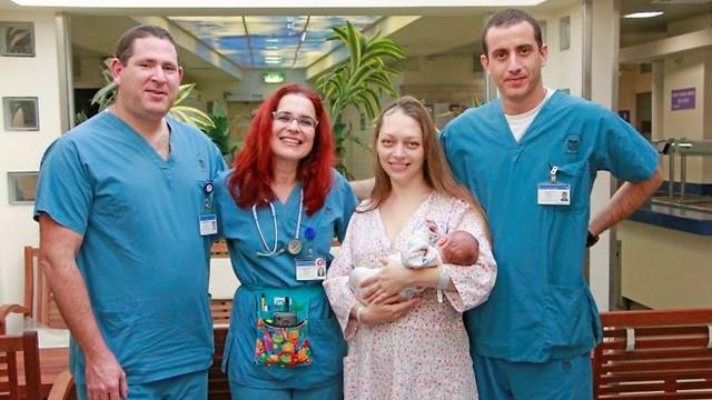 Впервые в мире медики Израиля провели операцию на мозге и сделали кесарево сечение одновременно!